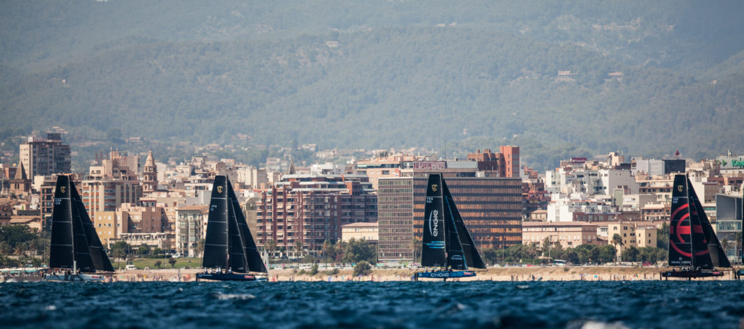 Los barcos más radicales, los GC32 volando por la bahía de Palma. Foto: Tomàs Moyà