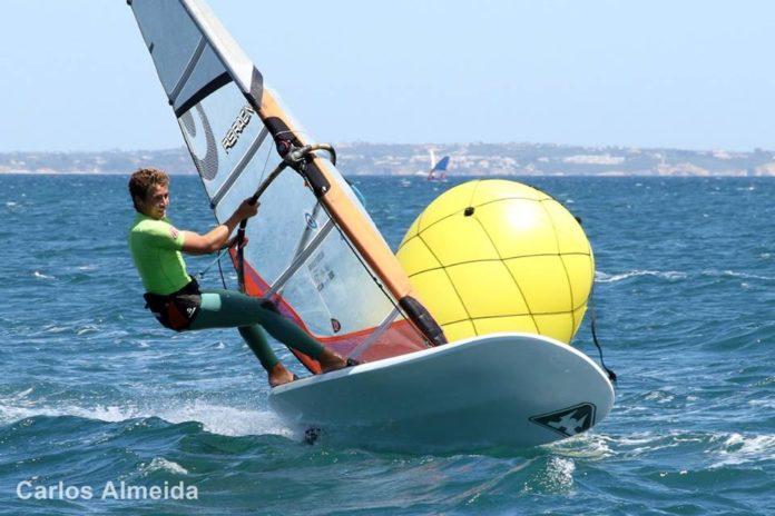 El andaluz Fernando Lamadrid navegando en aguas portuguesas. Foto: Carlos Almeida.
